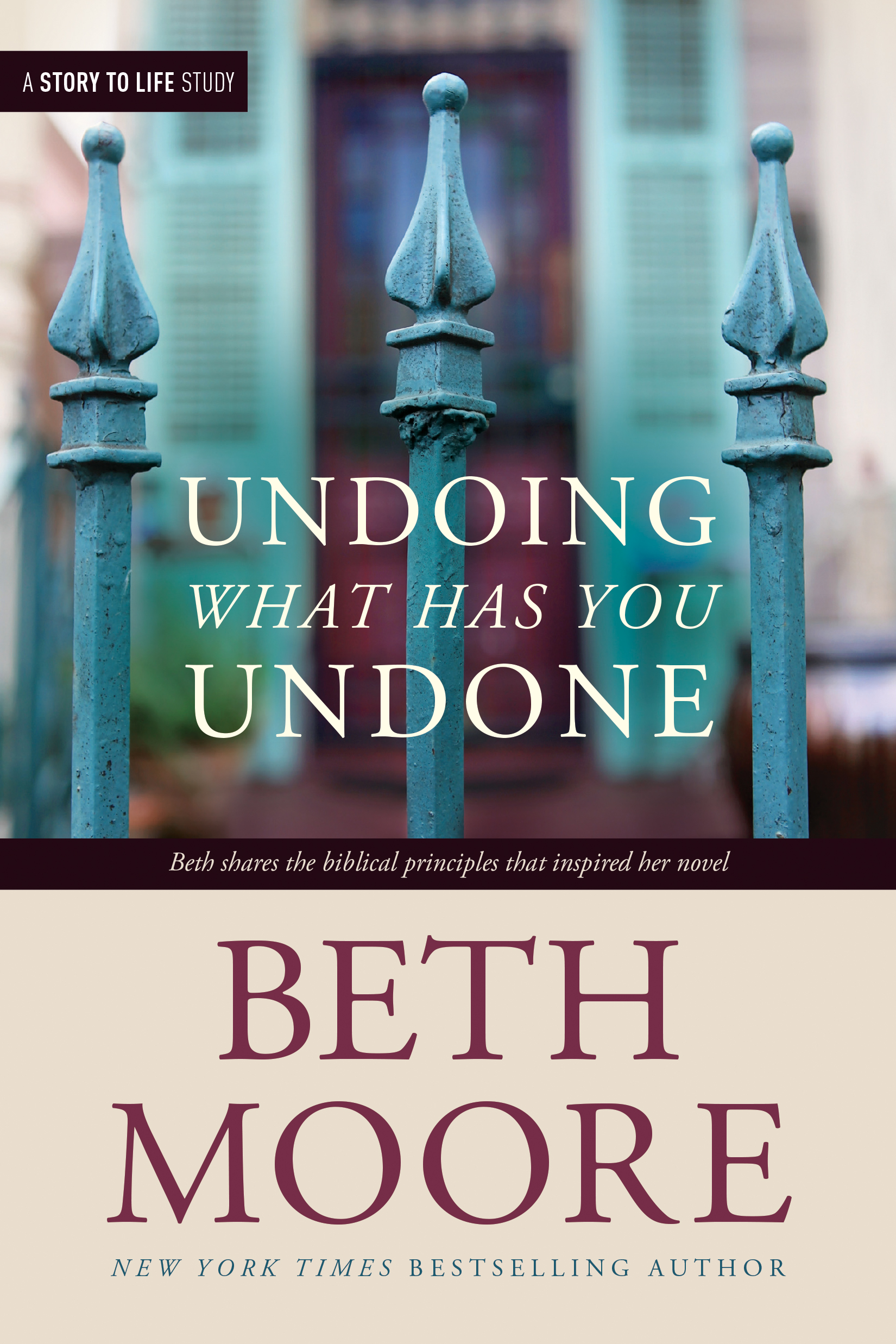 Tyndale Authors Beth Moore